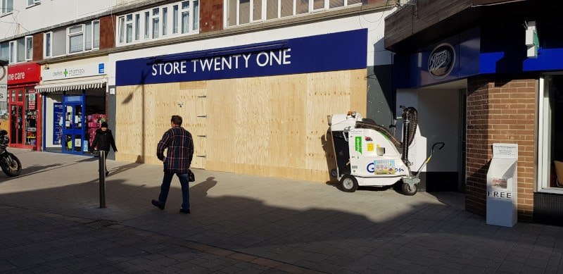 store twenty one boarded up